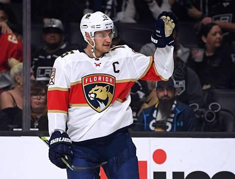 Florida Panthersin Aleksander Barkov teki joukkueensa kolmannen osuman tyhjään maaliin ottelussa Dallas Starsia vastaan. Kuva on arkistosta.