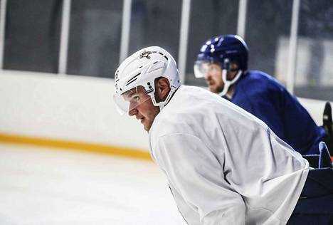 Aleksander Barkov pelasi Tapparassa viimeksi kaudella 2012–13, kunnes sentterin tie vie NHL:ään. Loppukesällä hänet on nähty monesti vanhan seuransa treeneissä.