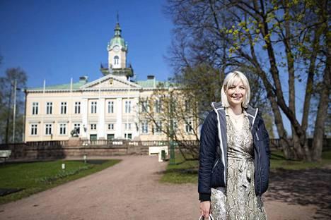 Laura Huhtasaari kertoo, ettei ennen eduskuntavaaleja ollut vielä varma eurovaaliehdokkuudestaan. Hän uskoo, että pystyy vaikuttamaan paremmin Euroopan Parlamentissa kuin oppositiosta Suomessa.