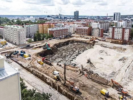 Tältä Tammelan stadionin rakennustyömaalla näytti 11. päivä elokuuta. Vanha jalkapallostadion purettiin paikalta keväällä.