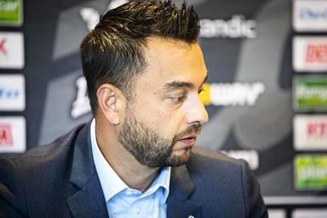 Ässien toimitusjohtaja Mikael Lehtinen tiedotustilaisuudessa elokuussa 2018.