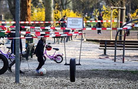 Ihmisiä kehotettiin olemaan menemättä puistoon torstaina Frankfurtissa Saksassa.