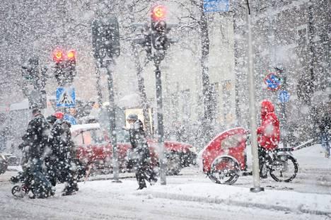 Pirkanmaalle tuiskuaa torstaina 10-15 senttiä uutta lunta.