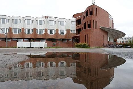 Raili ja Reima Pietilän suunnittelema Vanhainkoti Himmeli oli valmistuttuaan vuonna 1990 suuri nähtävyys, jota ulkomaiset arkkitehtuurin opiskelijat ja diplomaattikunta kävivät katsomassa. Pori suunnittelee vanhainkodin siirtämistä pois Himmelistä.