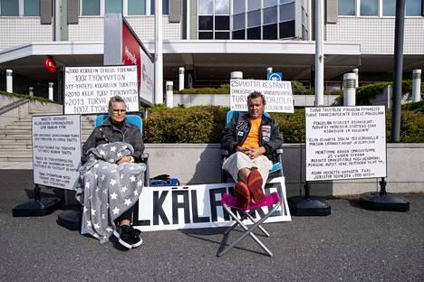 Marketta ja Jari Hautakorpi kertoivat ryhtyneensä nälkälakkoon 25 vuotta jatkuneen kiistan vuoksi.