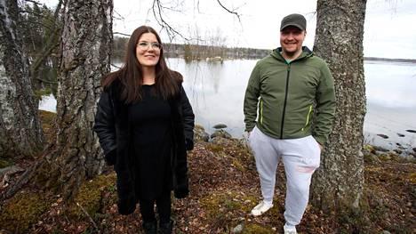 Vihreiden valkeakoskelaiset kuntavaaliehdokkaat Minna Hölttä ja Ari-Petteri Tynskä valitsivat haastattelupaikaksi Heritynniemen, johon he esittävät vaaliohjelmassaan suojeltua virkistysaluetta laavuineen ja opastuksineen.