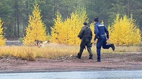 Poliisi etsi tyttöä koiran avulla Harjavallassa lokakuussa 2019.