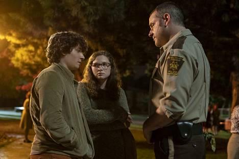 Scary Stories to Tell in the Dark muistuttaa Stranger Things -sarjaa. Eron elokuvan tappioksi tekee vain sen nurkkakuntaisempi lähdemateriaali.