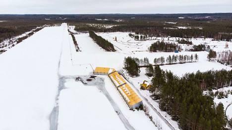 Tampereen Teiskon lentokentän toiminta on ollut ympäristölupaongelmien takia pysähdyksissä pian viisi vuotta.