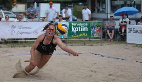 Beach Volleyn U18 EM-kilpailussa Pinja Jokela ja hänen pelikaverinsa Sara Sinisalo kohtasivat vastustajia Virosta, Saksasta, Espanjasta, Ranskasta ja Hollannista. Jokela kuvattiin kesäkuussa beach volleyn SM-osakilpailussa Sastamalassa.