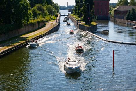 Valkeakoski on veden kaupunki. Veneellä pääsee kätevästi perille ja vierasvenesatamassa hoituvat myös veneilypalvelut, kuten veneen tankkaus ja septitankin tyhjennys.