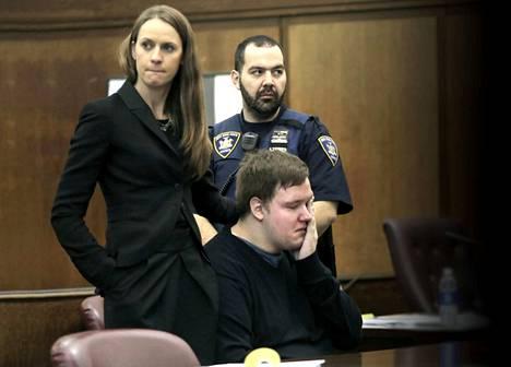 Jane Fisher-Byrialsen on noussut puolustamaan syyttöminä tuomittuja. Yksi heistä on Matlhe Thomsen.