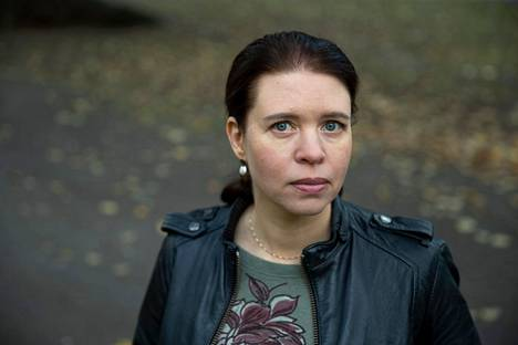 Kansanedustaja Anna Kontulan (vas) uusimman Pikkuporvarit-teoksen ensimmäinen painos on jo myyty loppuun, mutta uusi painos on tulossa.