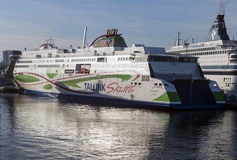 Tallinkin Megastar liikennöi normaalisti Helsingin ja Tallinnan välillä. Tallink palauttaa reitille Star-aluksen viikonlopuiksi 15. 5. alkaen.