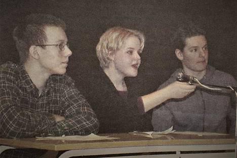 Tuomo Hakaoja, Kaisa-Maija Salonen ja Jussi Tuomikoski voittivat lukion viidennen väittelykilpailun vuonna 2000.