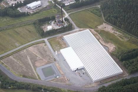 Agrifuturan kasvihuone Porissa tuottaa Nams-tomaatteja. Suunniteltu biokaasulaitos tulisi siitä katsoen kuvan oikeassa reunassa näkyvän tien toiselle puolelle osoitteeseen Raumanjuovantie 7. Ilmakuva on otettu vuonna 2017.