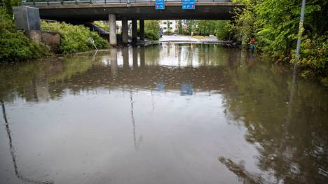 Kirjoittajan mukaan Satakunnassa rankkasateiden ja tulvien ennustetaan yleistyvän kaikkina vuodenaikoina. Arkistokuvassa Tiilimäen alikulku Porissa.