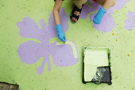 Sonja, 9, on innokas maalaaja. Hänellä on kotonaan akryylimaalit, joilla hän viimeksi taiteili koralliriuttaa.