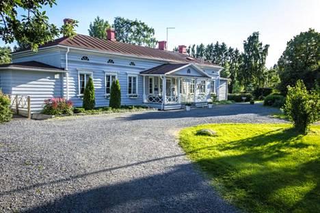 Lempäälän Hakkarin kartanon tiloja ryhdytään vapauttamaan Villa Hakkarin tilausravintolan lisäksi myös kunnan eri yhteisöjen käyttöön.