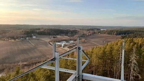 Pohjaslahden kyläyhdistys Puhuri rakentaa näkötornia Palellusvuoreen ja sinne on pääsy kielletty muilta kuin rakentajilta.  Näkötornin valmistuminen viivästyy. Samoin pysäköintiratkaisut ovat vielä vaiheessa.
