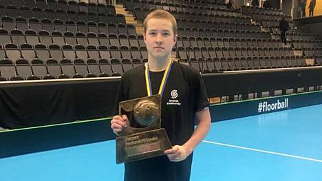 Vilppulasta kotoisin oleva Rasmus Mäkinen valittiin Ruotsin korkeimpaa kansallista sarjaa pelaavaan salibandyjoukkueeseen. Kuva vuodelta 2019 aluejoukkueiden Ruotsin mestaruuskisoista.