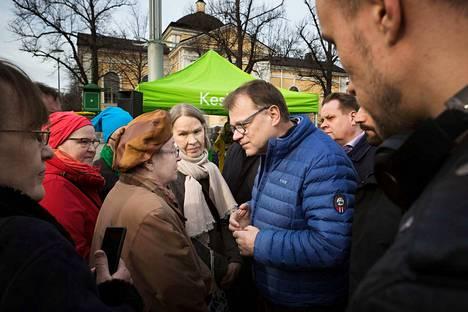 Pääministeri ja keskustan puheenjohtaja Juha Sipilän mukaan Pirkanmaalla ihmisiä ovat puhuttaneet etenkin työllisyystilanne, eläkeläisten toimeentulo, omaishoito ja maanviljelyn kannattavuushaasteet.