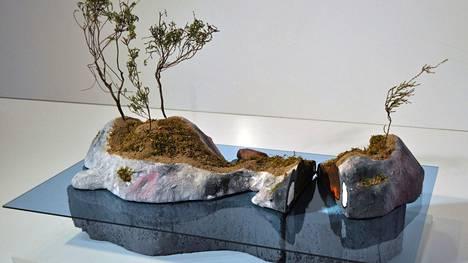 Tulevana kesänä Raumalle nousee taideteoksena uusi saari. Kuvataiteilija Raimo Saarisen projektityönä on Kelluva saari. Se sijoitetaan Fåfänganniemen edustalle. Kuvassa pienoismalli.