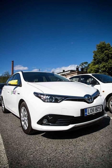 Kaikki yhteiskäyttöautot ovat automaattivaihteisia hybridiautoja.