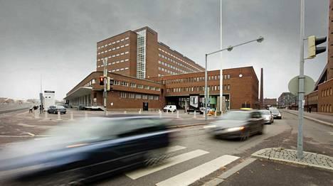 Helsingin hovioikeus (rakennus kuvassa taustalla) katsoi murhan tunnusmerkistön täyttyneen vaimonsa tappaneen miehen tapauksessa.