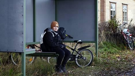 Honkilahden Kirkonkylässä asuvalle tokaluokkalaiselle Alex Kettuselle myönnettiin muutama viikko sitten niin sanottu susikyyti Honkilahden kouluun.