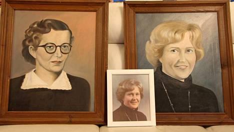 Silja Mäkelä maalasi jokaisesta Mäkikylän koulun silloisista opettajista muotokuvat valokuvien pohjalta. Jaana Pynnösellä on Ester Koivumäen (vasemmalla) ja äitinsä Irma Pynnösen muotokuvat.