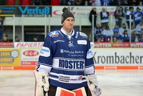 Kookas maalivahti Niko Hovinen edusti viime kaudella Saksan liigan Iserlohnia.