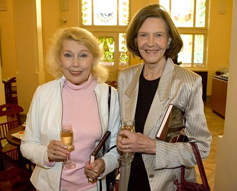 Tiina Rinne Tea Istan (vas.) kanssa 2005.