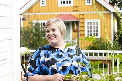 Annika Saarikko kertoi torstain tiedotustilaisuudessaan tavoittelevansa keskustan puheenjohtajuutta tulevassa puoluekokouksessa.