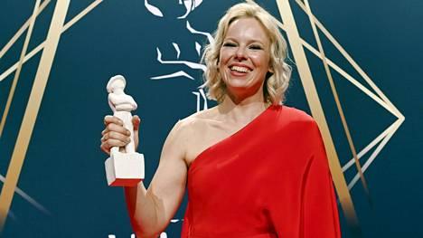 Alma Pöysti voitti Jussin parhaasta naispääosasta elokuvasta Tove. Draama keräsi eniten Jussi-ehdokkuuksia ja kisaa muun muassa parhaasta elokuvasta ja ohjauksesta.