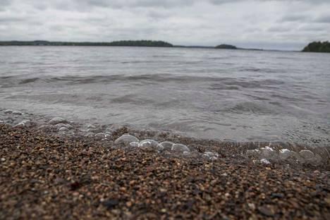 Ennakkotilastojen mukaan tammi-kesäkuussa Suomessa on hukkunut kaikkiaan 44 ihmistä. Kuva Tampereen Tahmelan uimarannalta.