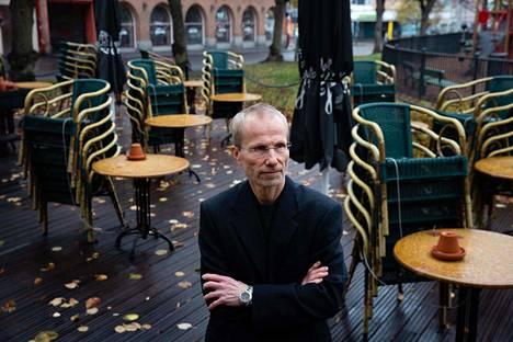 Pekka Nuorti suoritti nuorena tautietsivän koulutuksen. Sittemmin hän on kouluttanut kenttäepidemiologeja moneen maahan.