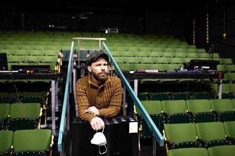 Näyttelijä Juho Milonoff kutsui koolle työryhmän, joka pyrkii löytämään ratkaisuja teattereiden avaamista varten. Tavoitteena on tehdä työkalupakki, jota teatterit ympäri Suomen voisivat hyödyntää.