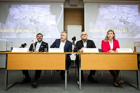 Tullilla, Keskusrikospoliisilla ja syyttäjälaitoksella on meneillään tiedotustilaisuus Helsingissä historiallisesta operaatiosta.