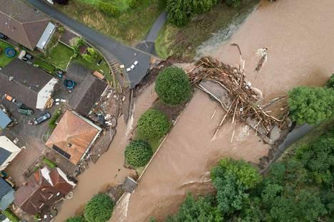 Heinäkuun 15. päivä otettu ilmakuva näyttää tulvien aiheuttamia tuhoja Saksan länsiosissa. Jo kymmenet ihmiset ovat kuolleet tuhoisissa tulvissa.