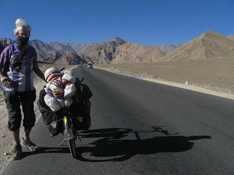 Matti Rämö on pyöräillyt niin Saharassa, Himalajalla, Lapissa kuin Turkissakin.