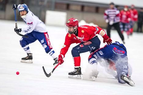 Narukerän Jaakko Hyvönen iski Torniossa maalin ja syötti kaksi. Hyvönen on tehnyt viidessä ottelussa tehot 12+5 ja johtaa sarjan maalipörssiä jaetulla kärkisijalla.