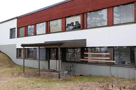 Ylöjärven Ylisillä sijaitseva entinen kehitysvammaisten kuntoutuskeskus on ollut tyhjillään jo vuosia.