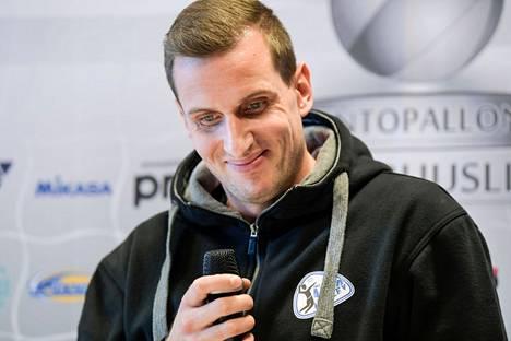 Joni Mikkonen haluaa kruunata uransa SM-mitaliin Akaa-Volleyn paidassa.