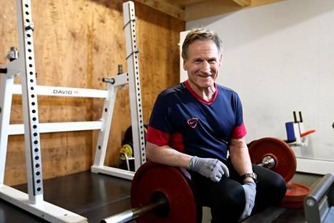 Kaarlo Kangasniemi on painonnoston suurmies, mutta porilaisessa urheilussa hänellä on ollut iso merkitys muutenkin.