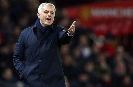 José Mourinhon Tottenham jäi jyrän alle portugalilaisen entisellä kotikentällä.
