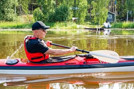 Virtaviivainen kajakki halkoo vettä sulavasti ja hiljaisesti. Mukaan mahtuu kaikki tarvittava, tietää Pekka Mäenpää.
