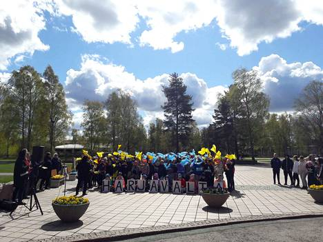 Keskustan alakoulun oppilaat esiintyivät Harjavallassa keskiviikkona.