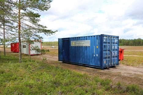 Jämille tuotiin hyvissä ajoin jo muutamia kontteja, joista aletaan tänään purkaa Loimu 2019-leirin tarvikkeita.
