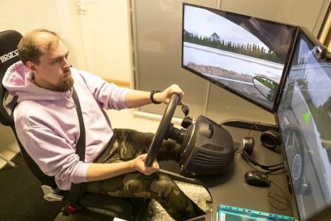 Viialalainen Harri Palomäki suoritti ajokortin hyväksytysti ennen uuden ajokorttilain astumista voimaan 1.7.2018. Vanhan kakkosvaiheen hän käy korvaavasti riskikoulutuksena Easy Driver -autokoululla.